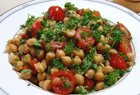 Σαλάτα με ρεβίθια, ντομάτα και μέλι